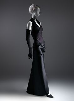 Designer: Charles James (American, born Great Britain, Date: 1947 Culture: American Medium: silk Charles James, 1940s Dresses, Vintage Dresses, Vintage Outfits, Flapper Dresses, 1930s Fashion, Vintage Fashion, Edwardian Fashion, Classic Fashion