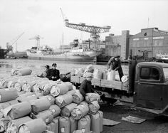 Oslo Havn Havnearbeidere i jobb  1950 Varene klare for å kjøres på lager.