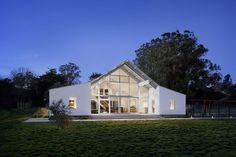 Ce ranch traditionnel a été entièrement rénové par Turnbull Griffin Haesloop Architects pour devenir un ranch écologique.