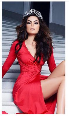 Ximena Navarrete is a Mexican model who was crowned Miss Universe for the pageant contest of 2010.  Her, showing off her legs in a red dress and tiara.