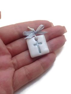 Polymer Clay Kawaii, Sculpey Clay, Polymer Clay Pendant, Polymer Clay Charms, Polymer Clay Art, Easy Clay Sculptures, Sculpture Clay, First Communion Favors, Baptism Favors