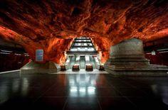 Stockholm Metrosu, dünyanın en uzun sanat galerisi olma özelliğine sahip olduğu söylenir.