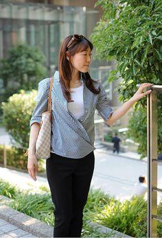 モノトーンギンガムチェックで春夏キレイめカジュアル。オジエのレディースカシュクールシャツ #ladies shirts #ladies knite-shirts #white shirts #ladies fashion