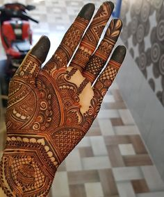 Just like your wedding outfit your Mahendi design also plays an important role that sets you apart from others and ensures all attention on you. Dont you agree? Latest Bridal Mehndi Designs, Floral Henna Designs, Indian Henna Designs, Mehndi Designs Book, Full Hand Mehndi Designs, Legs Mehndi Design, Mehndi Designs For Girls, Stylish Mehndi Designs, Dulhan Mehndi Designs