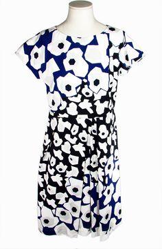 Jil Sander. Dress. Abito.  Abito in puro cotone. Bianco con fantasie floreali. 100% Cotone.  Dress in pure cotton. White with floral prints. 100% Cotton.