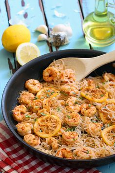Low Carb Lemon Garlic Shrimp Pasta - the quickest, easiest low carb dinner you cou'd make thats absolutely bursting with Italian inspired flavors. Gluten free, low carb pasta, naturally! | www.tasteaholics.com