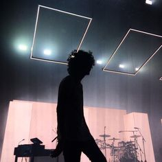 So does anyone wanna take me to a 1975 concert it would be greatly appreciated