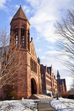 Best College Towns for People Who Aren't In College from Condé Nast Traveler You don't need to be a student to pay a visit to these college towns—there's theater, great restaurants, hiking, and microbrews to keep even non-undergrads happy. - Burlington, Vermont