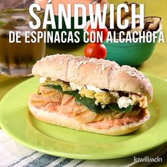 Video de Sádwich de Espinacas, Alcachofas y Queso de Cabra This delicious chicken sandwich with tomato and yoghurt dressing, accompanied with spinach, artichokes and goat cheese will be everyone's favorite for breakfast, lunch or dinner. Beet Recipes, Gourmet Recipes, Snack Recipes, Healthy Recipes, Healthy Foods, Deli Food, Food Menu, Goat Cheese Sandwiches, Chicken Sandwich Recipes