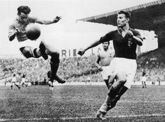 #mondiali 1938 - Parigi, 19 giugno 1938: Alfredo Foni (a sinistra) in azione. #azzurri #italia #worldcup