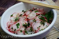 Salada de Rabanete com Molho de Laranja e Gergelim