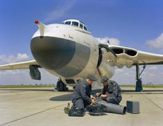 Vickers Valiant of No 543 Photo Reconnaissance Squadron at RAF Wyton Aircraft Parts, Fighter Aircraft, Fighter Jets, Military Jets, Military Aircraft, Vickers Valiant, Raf Bases, Anti Flash, V Force