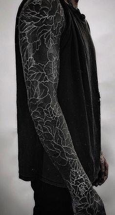 blackout tattoo ideas © tattoo studio The Circle London 💕💕💕💕 Black Sleeve Tattoo, Black Tattoo Cover Up, Cover Up Tattoos, Forearm Sleeve, Black Cover Up, All Black Tattoos, Solid Black Tattoo, Trendy Tattoos, Feminine Tattoos
