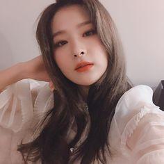 Red Velvet ( : Selfies Part 126 Kpop Girl Groups, Korean Girl Groups, Kpop Girls, Irene, Seulgi Instagram, Peek A Boo, Kang Seulgi, Kim Yerim, Red Velvet Seulgi
