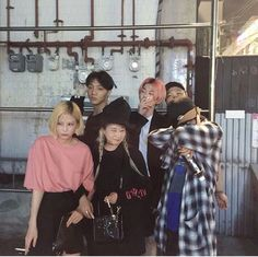 Pose with friends Korean Ulzzang, Ulzzang Boy, Korean Girl, Korean Friends, Best Friends, Friend Goals, Friend Zone, Korean Fashion, Boy Fashion