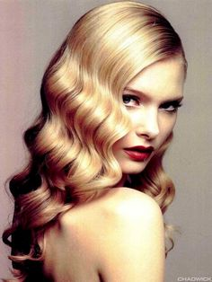 Even on shorter hair, 40's waves with a red lip and a graphic eye is amazingly sultry