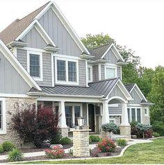 Home design ideas outside: best exterior house siding ideas only on pin Modern Bungalow, Craftsman Home Exterior, House Exterior, Exterior House Colors, Home Exterior Makeover, Exterior Design, House Designs Exterior, Craftsman House, Bungalow Design