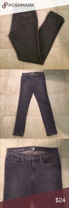 "$20 nwot loft modern skinny jeans gray Nwot. Very soft. ✔The price in the beginning of the title of my listings is the bundle price. These prices are valid through the ""make an offer"" feature after you create a bundle. These bundle orders must be over $15. Ask me about more details if interested.  ❌No trades ❌No holds LOFT Jeans Skinny"