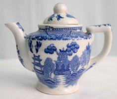 Vintage Child Porcelain Tea Set Dishes Blue Willow 3 1/2 inch tea pot Japan | the Teapots Collectionary
