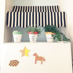 pokarinaさんの、キッチン,観葉植物,カフェ風,つっぱり棒,ストライプ,冷蔵庫の上,オーニング風,枯れていく観葉植物,さわやか,ごめんなさい(இɷஇ ),makochi.mさんありがとう♡,のお部屋写真