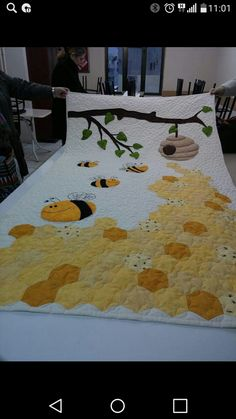 122 best patchwork baby quilt images on babyThis Pin was discovered by VilJungle quilt and appliqué Colchas Quilting, Quilting Projects, Quilting Designs, Sewing Projects, Patch Quilt, Applique Quilts, Quilt Blocks, Cute Quilts, Mini Quilts