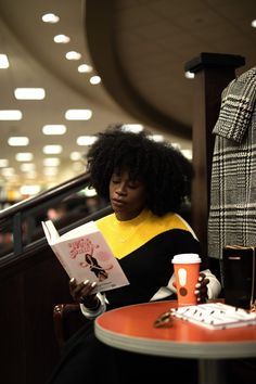 HOW TO FIND THE PERFECT BUSINESS IDEA   Yours Truly Yinka Girl Reading Book, Woman Reading, Book Girl, Black Girl Magic, Black Girls, Black Women, Black Girl Aesthetic, Book Aesthetic, Selfie Foto