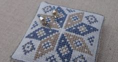 Heel stiekem denk ik al een beetje aan de winter. Het blauw en beige van deze kleine ster vind ik zo mooi bij elkaar passen. Het is geborduu... Beige, Rugs, Home Decor, Homemade Home Decor, Types Of Rugs, Rug, Decoration Home, Carpets, Interior Decorating