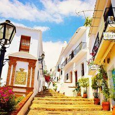 スペイン一美しい村フリヒリアナ。真っ白な世界が、素朴で可愛く癒される!村を一望できるレストランでのんびり過ごすのがオススメ♪ #スペイン #フリヒリアナ…