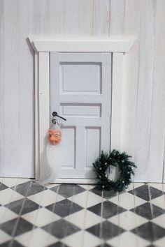 Nukkekoti Väinölä : Tontun ovi tai vaikkapa vain ulko-ovi nukkekotiin....