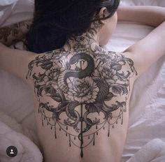 Serpiente tattoo espalda