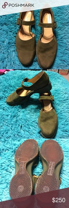 Authentic Robert Clergerie all leather size 8 Authentic Robert Clergerie French shoe designer. Size 8. All leather made in France. purchased in Paris. Worn only a few times. Robert Clergerie Shoes Mules & Clogs