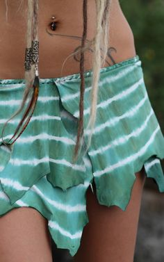 This gorgeous green leather belt skirt has been designed with a fabulous tie dye style that looks fantastic with any outfit. Feel in touch with nature with this earthy green leather skirt that will inspire you to explore your natural environment and open your heart and mind to everything around you.