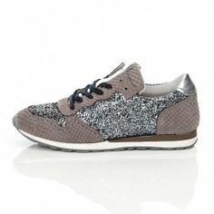 hot sales 96dc1 0af95 Sneakers fra Amust