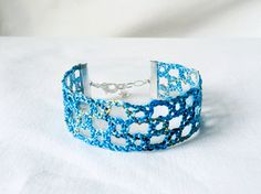 bracelet handmade bobbin lace out of bead yarn by UliBaysie