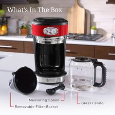 Explore the Retro Style and modern innovation of the RUSSELL HOBBS® red coffeemaker with brewing progress gauge and carafe warming plate. Coffee And Espresso Maker, Best Coffee Maker, Drip Coffee Maker, Stainless Steel Coffee Maker, Ways To Make Coffee, Russell Hobbs, Premium Coffee, Carafe, Retro Fashion