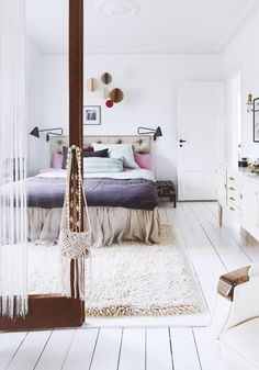 White comforter with different colored pillows