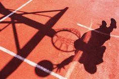 Für sportliche Aktivitäten gibt es eine Vielzahl an Möglichkeiten. Egal ob Teamsport, Ballsport oder Tanz- bewegte Motive abzulichten, ist immer eine Herausforderung. #sportfotos #teamsport Schnelle und dynamische Sportfotos selbst machen- Das müsst ihr beachten: http://www.fotos-fuers-leben.ch/fotokurs/event-fotografie/sportfotos-schnell-und-dynamisch/