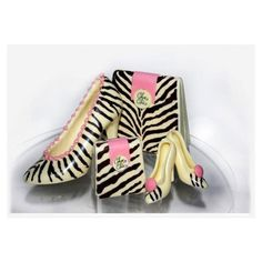 Now, designer shoes, handbags made from chocolate! A confectioner has come up with some exciting gifts for women -- designer shoes and handbags made out of chocolate. Cocoa Chocolate, Chocolate Heaven, Chocolate Dipped, White Chocolate, Zebra Print Shoes, Chocolate Fashion, Barbie Party, How To Make Handbags, Chanel Shoes