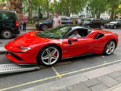 Ferrari Stradale was at HR Owen in London - cars & life Ferrari F40, New Ferrari, Super Sport Cars, Super Cars, Life Car, Exotic Sports Cars, Best Luxury Cars, Performance Cars, Car Travel