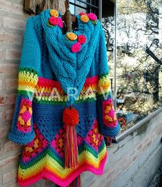 No photo description available. Crochet Jacket, Knit Or Crochet, Patron Crochet, Crochet For Beginners, Crochet Fashion, Crochet Clothes, Color Patterns, Mantel, Crochet Projects