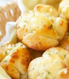Garlic Monkey Bread in Muffin Tin ;Photo: Food Mom.com