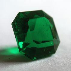 Magnificent Muzo - 9 #carat squarish emerald #cut #colombianemerald displaying…