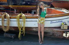 Sunflowers - http://www.cosamimetto.net/2014/08/sunflowers-shorts-prada-wedges-fendi-2jours-bag-pantaloncini-con-girasoli-zeppe-di-prada-fashion-blogger.html
