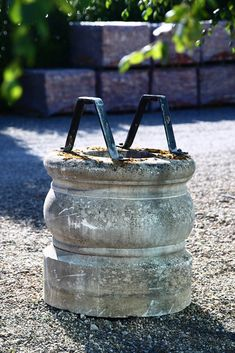 Very nice antique well of French limestone! More than 100 years old! Architectural Antiques, Architectural Elements, Reclaimed Building Materials, French, Architecture, Nice, Construction Materials, Arquitetura, French People