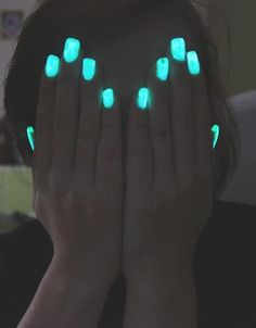 Glow in the dark nails. Break a glow stick in clear nail polish. Mix and applie and you have awesome glowing nails! Dark Nail Polish, Dark Nails, Polish Nails, Neon Blue Nails, Light Nails, Cute Nails, Pretty Nails, Uñas Color Neon, Color Azul