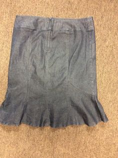 "Bisou Bisou Michele Bohbot  Denim Skirt Size 18W Cotton Blend Front pockets, back zipper Measures 40"" in waist, measured all around and 27"" in length."