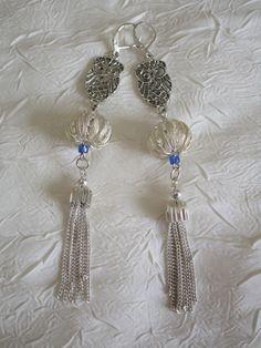 Boucles d'oreilles en métal argenté et perle lampwork de la boutique framboisefrancoise sur Etsy