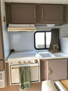 cool 51 Clever RV Hacks and Remodel Ideas for Amazing Camper Experience https://homedecort.com/2017/06/51-clever-rv-hacks-remodel-ideas-amazing-camper-experience/