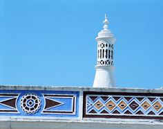 Tradicional chimney from Algarve Faro Algarve Portugal, Albufeira Portugal, Home Again, Famous Places, Moorish, My Heritage, Architecture, Lighthouse, Country