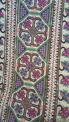 Cross Stitch Embroidery, Diy And Crafts, Bohemian Rug, Antiques, Ottoman, Hardanger, Punto De Cruz, Dots, Antiquities